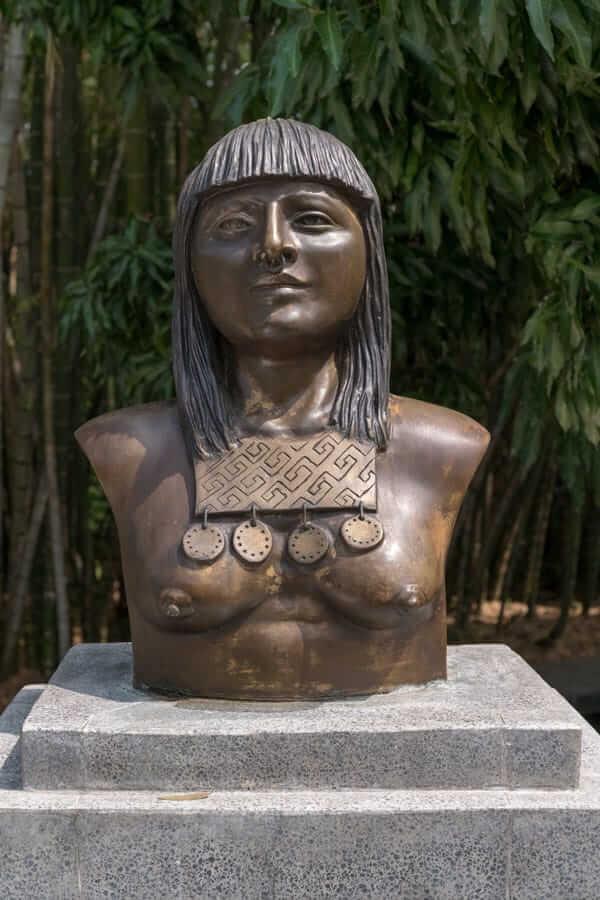 Escultura Cacica Agrazaba - Medellín