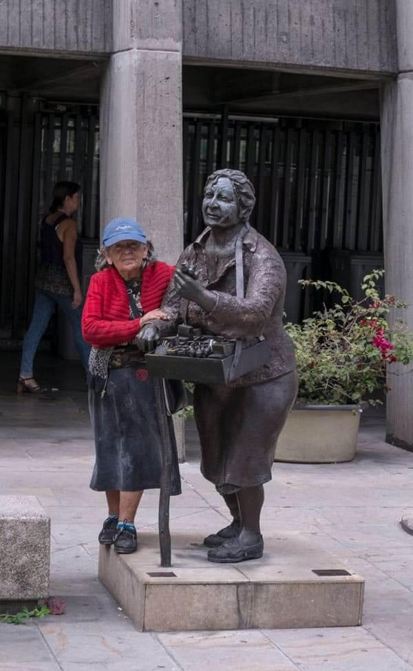Escultura Chasera en Medellín