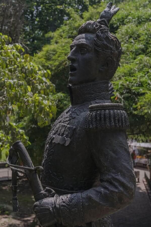 Escultura General José María Córdova en Medellín