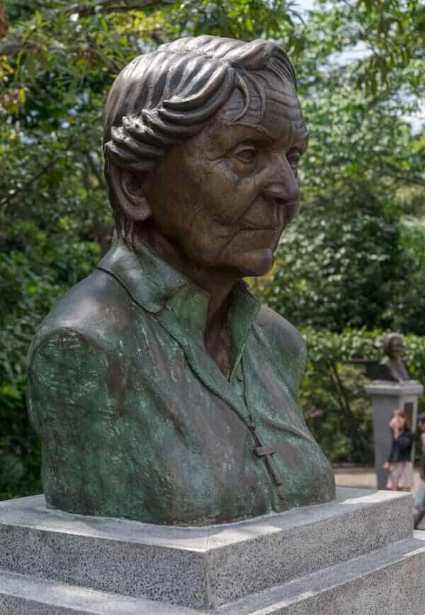 Escultura Débora Arango Pérez en Medellín
