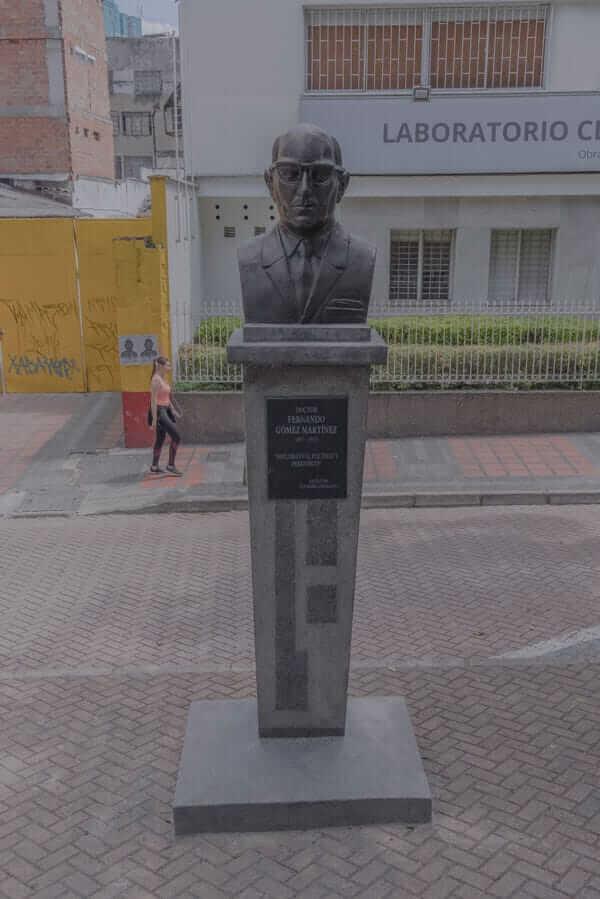 Escultura Fernando Gómez Martínez en Medellín