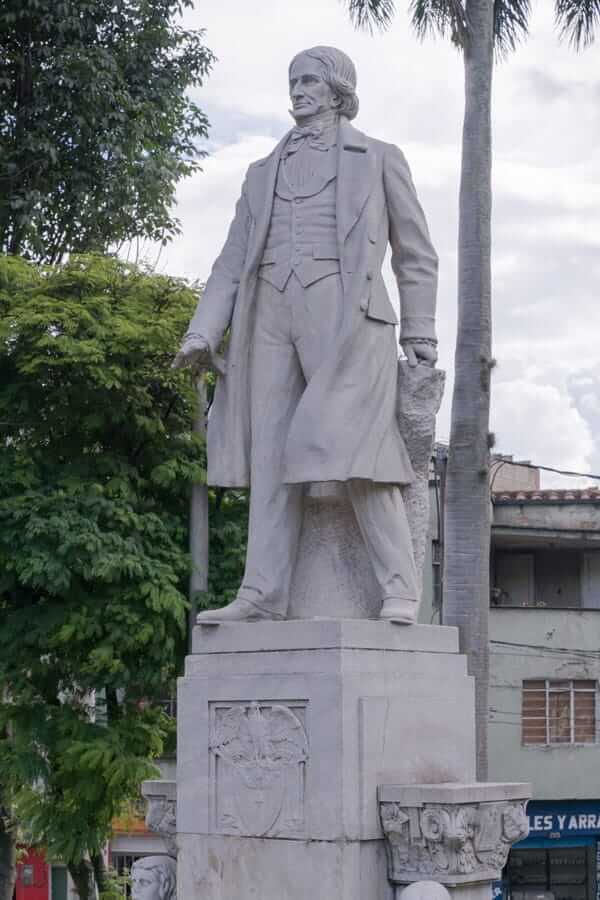 Escultura General Francisco Antonio Zea en Medellín