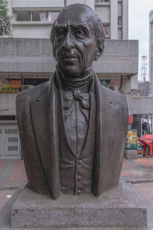 Escultura José Félix De Restrepo en Medellín