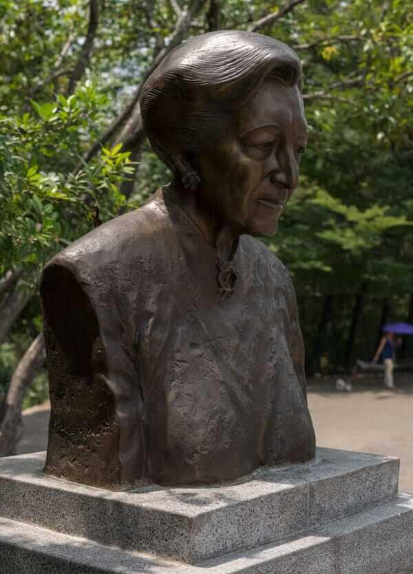 Escultura Jesusita Vallejo De Mora Vásquez en Medellín
