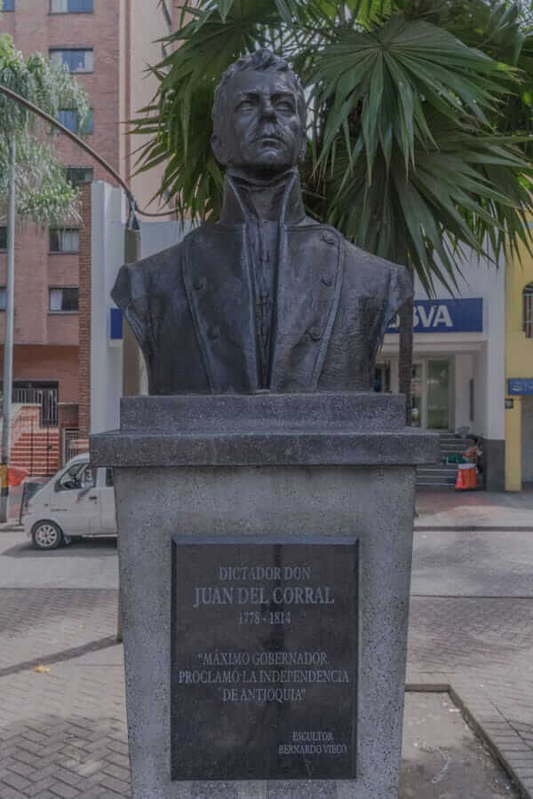 Escultura Juan Del Corral en Medellín