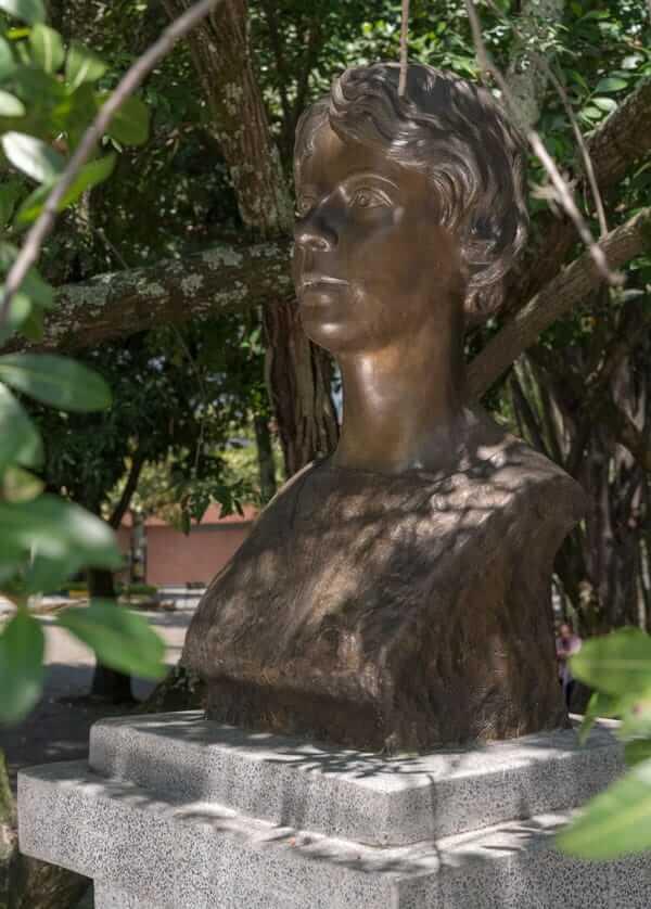 Escultura María Cano en Medellín