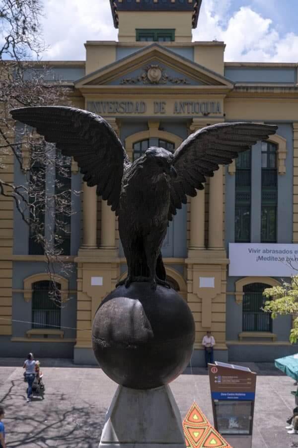 Monumento Conmemorativo Centenario de La U De A en Medellín