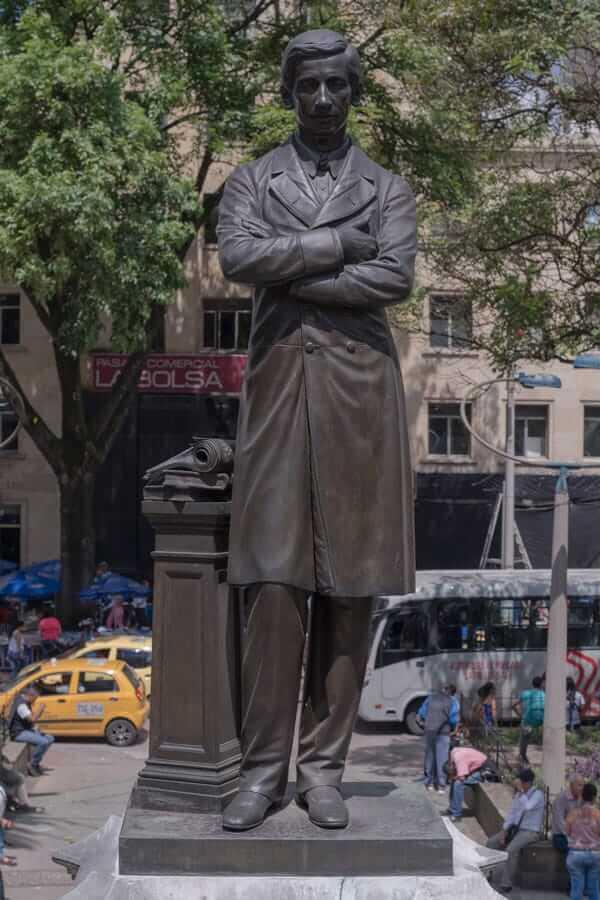 Escultura Pedro Justo Berrío en Medellín