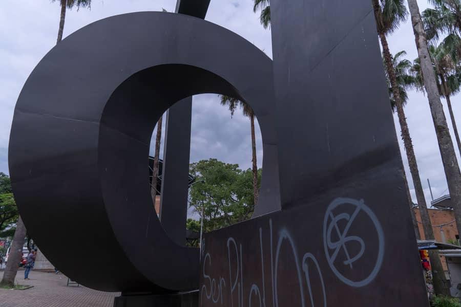 Escultura Puerta De San Antonio en Medellín
