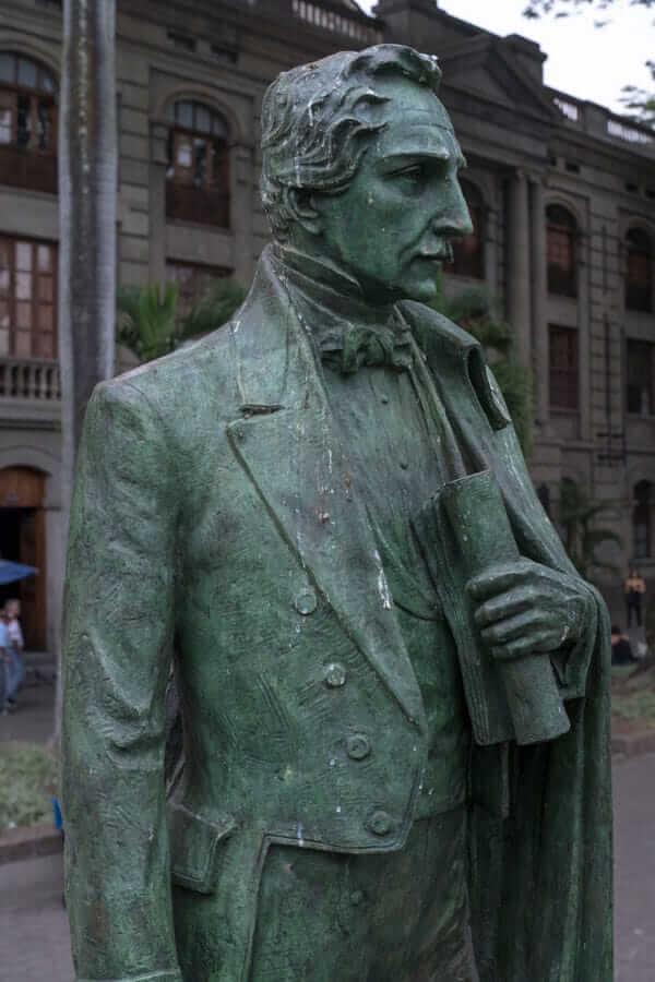 Esculturas General Francisco De Paula Santander en Medellín