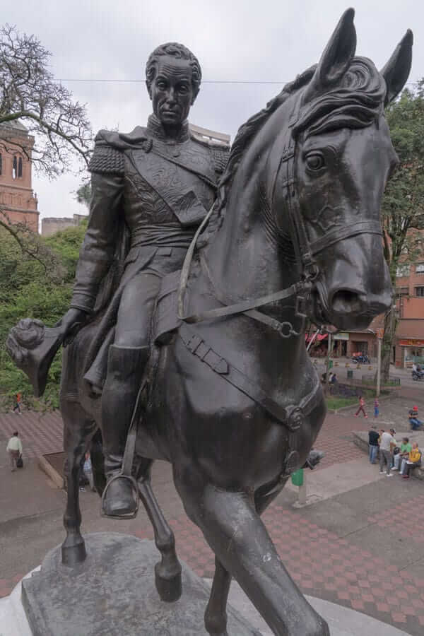 Escultura Simón Bolívar en Medellín
