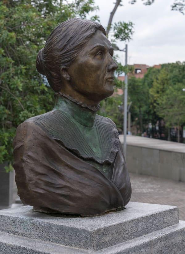 Escultura Simona Duque en Medellín