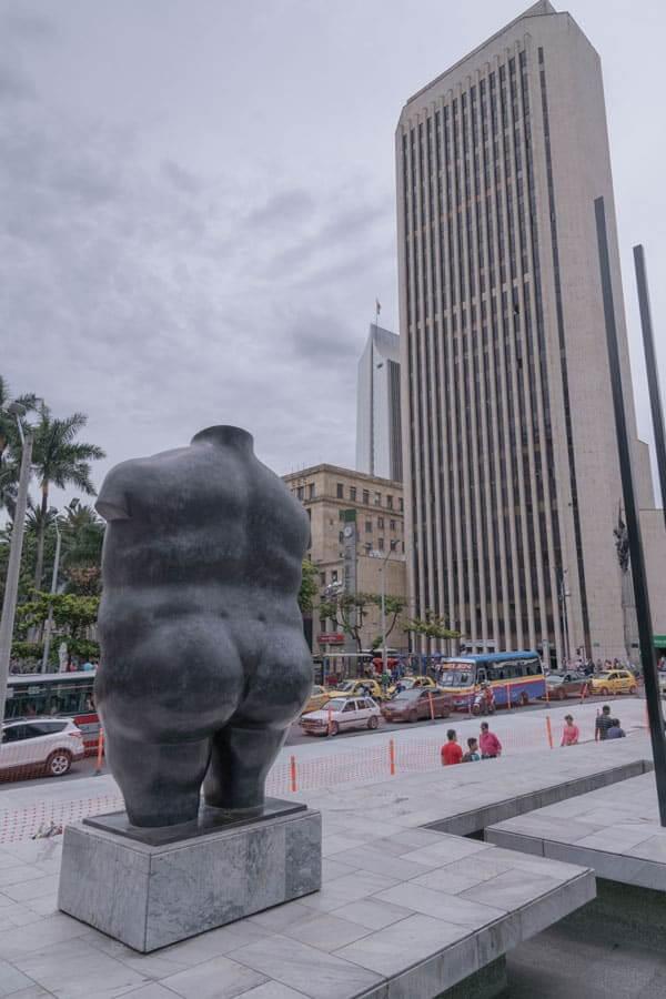 Escultura Torso Femenino en Medellín