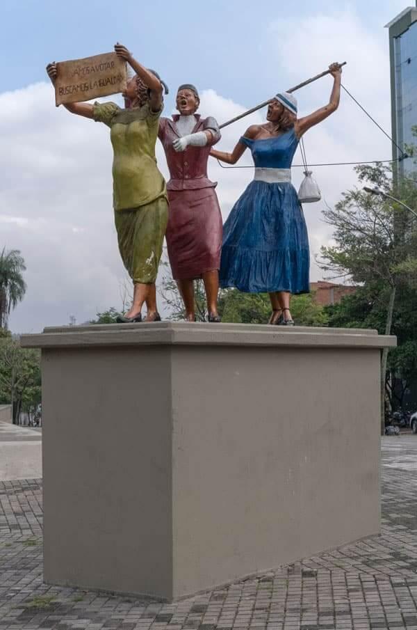 Escultura La Equidad en Medellín - Voto femenino